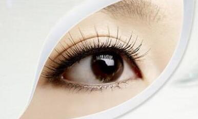 眼睑凹陷修复